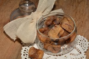 bowl of figs dried in a dehydrator